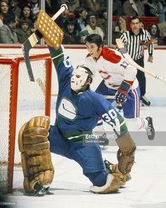 George Gardner of the Vancouver Canucks Hockey Goalie, Hockey Games, Ice Hockey, Vancouver Canucks, Montreal Canadiens, Canada Hockey, Goalie Mask, Wayne Gretzky, Sports Figures