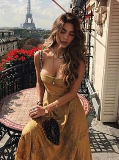 Gorgeous off the shoulder dress in pretty shade if gold. Hippie Stil, Summer Outfits, Cute Outfits, Mode Inspiration, Fashion Outfits, Womens Fashion, Fashion Clothes, Summer Looks, Passion For Fashion