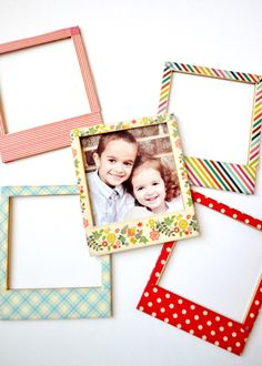 These washi tape frames are an easy and adorable craft project that needs only two supplies! Lookingfor an easy craft fix, and also someth… Diy Washi Tape Frames, Washi Tape Crafts, Diy Washi Tape Picture Frame, Washi Tapes, Marco Polaroid, Polaroid Frame, Tapas, Frame Crafts, Diy Frame