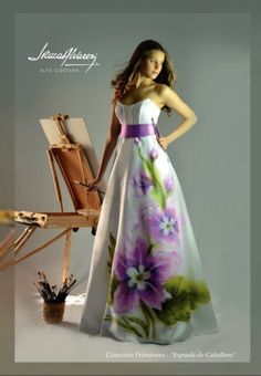 "Vestido pintado a mano de la colección ""Primavera"". Su nombre es ""Espuela de Caballero"". Eid Dresses, Quinceanera Dresses, Summer Dresses, Formal Dresses, Wedding Dresses, Hand Painted Dress, Painted Clothes, Dress Painting, Fabric Painting"