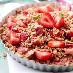 Strawberry Coconut Oatmeal Crunch Pie by diethood #Pie #Oatmeal #Strawberry #Coconut #Healthy