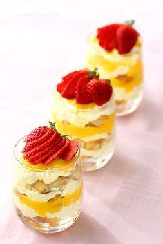 Lemon Tiramisù (scroll down for English version) Small Desserts, Mini Desserts, Just Desserts, Delicious Desserts, Yummy Food, Yummy Treats, Sweet Treats, Lemon Recipes, Cake Recipes