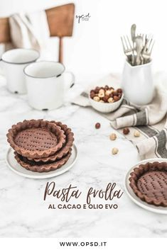 Ricetta pasta frolla al cacao all'olio evo, Crostata al cacao, Crostata all'olio evo, Crostata al cacao con frolla all'olio evo e mousse al cioccolato e nocciole,  Ricetta mousse al cioccolato e nocciole, Cocoa and extra virgin olive oil tartlets with chocolate hazelnut spread mousse, how to make chocolate hazelnut spread mousse, chocolate and hazelnut spread mousse recipe || #pastafrolla #chocolate #cioccolato #tart #crostata #foodphotography #foodstyling #opsdblog