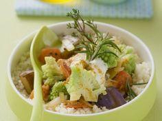 Rezept: Geschmortes Gemüse mit Romanesco auf Couscous