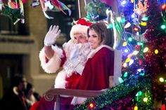 A network morning host, already short on Christmas spirit and then publicly humiliated, finds a way to reconnect with both real romance and the true spirit of the holiday by helping out with a small town's Christmas festivities.