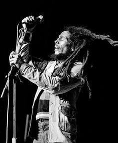 Bob in concert Bob Marley Songs, Bob Marley Legend, Reggae Bob Marley, Rock Roll, Ska Music, Lynn Goldsmith, Bob Marley Pictures, Marley Family, Robert Nesta