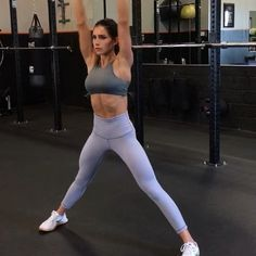 Lunges n stuff 1. 12 Reps each side 2. 10 Reps each side 3. 15 Reps 4. 12 Reps each side 3-5 rounds #alexiaclark #queenofworkouts #queenteam #fitforareason #fitforhisreason #fitness #workout