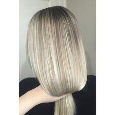 "Seamless blonde blend on the beautiful @laurenndixonn ""The Works"" ✨ Love!!!"