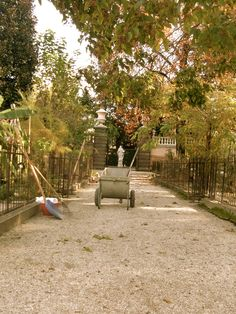 gardening tools - Botanic Garden of Padua - flowers and trees - photo by Annalisa Andrigo - padova - italy - photography