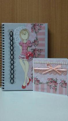 Caderno e cartão en scrapbook