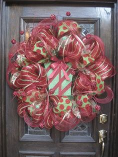 So cute -- the website has a tutorial how to make this type of wreath- my door wreath looks pitiful- HA! Maybe I'll try this next year... too lazy to fix mine this year!