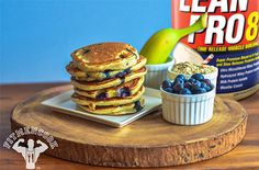Lean Pro 8 Banana, Blueberry, and Oatmeal Pancakes fit recipe by Kevin Alexander. Pancakes Protein, Oatmeal Pancakes, Protein Foods, High Protein, Lean Protein, Waffles, Tasty Vegetarian Recipes, Best Vegan Recipes, Favorite Recipes