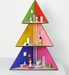 Free printable: DIY Christmas Tree Dollhouse made from cardboard boxes. Love.