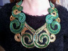 Collar babero,maxi-collar,collar joya,bordado a mano en pedrería verde y oro,consultar precio,se admiten encargos.
