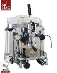 Nel a Milano, Faema produce il modello Marte Cappuccino Maker, Cappuccino Machine, Espresso Maker, Coffee Barista, Coffee Brewer, Coffee Cafe, Home Espresso Machine, Coffee Maker Machine, Percolator Coffee Maker