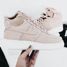 best sneakers ae6e4 af2ec Tendance Sneakers 2018  Trendy Sneakers 2018  Sneakers femme – Nike Air  Force One Low (©sneakerzimmer