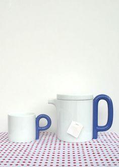 P handle tea set