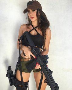 #картинки Фигуристая экс-военнослужащая пробует себя в роли модели