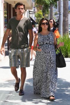 Pregnant Kourtney Kardashian and Scott Disick hit Nate 'n Al's for lunch