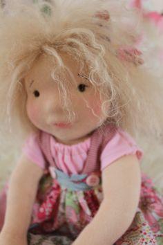 Waldorf Doll. Iris 40 cm Poupées Couleurs de Syl' https://www.facebook.com/PoupeesStyleWaldorf