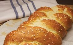 Mayim Bialik's Purim Recipe: Hot Pretzel Challah Bread [Vegan] - One Green PlanetOne Green Planet Jewish Recipes, Raw Food Recipes, Bread Recipes, Vegan Desserts, Jewish Bread, Jewish Food, Purim Recipe, Recipe Box, Vegan Bread