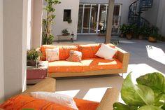 Imagen de uno de los patios interiores en vivienda dúplex, ya terminada y entregada. Patio Interior, Outdoor Furniture, Outdoor Decor, Bed, Home Decor, Chalets, Courtyards, Interiors, Houses