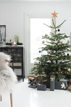 A sparse tree with black, gold and silver balls can still look chic and special at Christmas. Opt for matte black wrapping paper to complete the look!