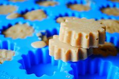 Make your own homemade frozen peanut butter coconut oil dog treats and please your pup! These peanut butter coconut oil dog treats are easy to make and can be stored in the freezer. No Bake Dog Treats, Frozen Dog Treats, Peanut Butter Dog Treats, Coconut Peanut Butter, Puppy Treats, Diy Dog Treats, Homemade Dog Treats, Banana Coconut, Dog Biscuit Recipes
