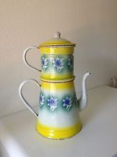CAFETIERE EN TOLE EMAILLEE ANCIENNE JAUNE