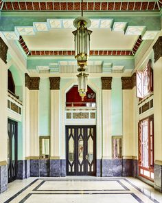 Art Deco Lobby, Havana, Cuba, photo by David. - ✨From Deco to Atom✨ Interiores Art Deco, Architecture Design, 1920s Architecture, Building Architecture, Design Art Nouveau, Art Design, Modern Design, Design Ideas, Muebles Art Deco