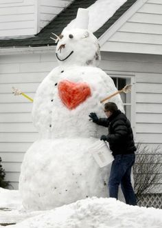 Big-hearted Montana snowman stops passers-by