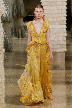 Ulla Johnson at New York Fashion Week Spring 2019 - Runway Photos New York Fashion, Runway Fashion, Spring Fashion, High Fashion, Fashion Trends, Womens Fashion, Petite Fashion, Fashion Fashion, Fashion Online