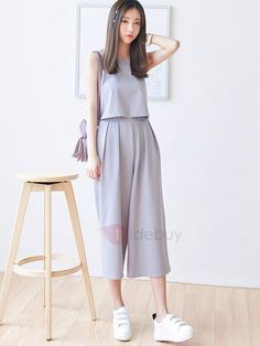 15 Korean Fashion Styles To Fall In Love With - Grey culottes outfit. Korean monochromatic look Korea Fashion, Asian Fashion, Teen Fashion, Womens Fashion, Fashion Trends, Fashion Styles, Ulzzang Fashion, Hijab Fashion, Fashion Dresses