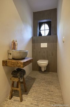 Vandemoortel Rustic Building Materials – Style floors – Old facing bricks Castle stones – Glimpses At Fashion – materials bricks - Guest Toilet, Small Toilet, Downstairs Toilet, Villa Design, Design Hotel, House Design, Rustic Bathrooms, Small Bathroom, Half Bathrooms