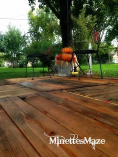 DIY Pallets for a deck! Easy and cheap landscaping