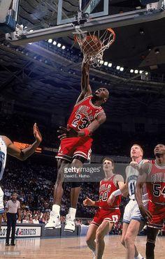Fotografia de notícias : Chicago Bulls Michael Jordan in action, dunking...