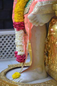 Love You A Lot, Om Sai Ram, Goddess Lakshmi, Sai Baba, Whatsapp Group, Indian Gods, Lord Shiva, Ganesh, Messages