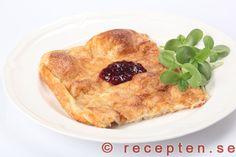 Ugnspannkaka - Recept på ugnspannkaka. Mycket god klassisk svensk husmanskost. Vispa mjöl, mjölk och ägg.