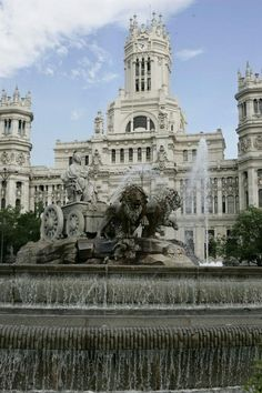 La Cibeles. A great place in Madrid, in the middle of walking to Gran Via, see the Major Council Building and in front of Casa de America. And where Real Madrid celebrates its championships!!! From @Hostal Conchita, a pleasure walk straight on across Paseo del Prado...