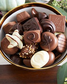 Get someone the gift of delicious GODIVA chocolate and treat yourself to a great deal too. Find the best promo codes and coupons for your favorite chocolate today. Chocolate World, Chocolate Sweets, Chocolate Coffee, Chocolate Lovers, Chocolate Recipes, Chocolate Cherry, Scary Cakes, Yummy Drinks, Yummy Food