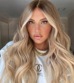 Dyed Blonde Hair, Honey Blonde Hair, Blonde Hair Looks, Blonde Balayage, Blonde Hair Inspiration, Hair Inspo, Gorgeous Hair Color, Hair Shades, Aesthetic Hair