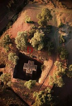 Pre-impact architecture Aerial view of Beta Giyorgis church cut out of bedrock. Lalibela, Ethiopia, ©James P Blair Madagascar Antananarivo, Places Around The World, Around The Worlds, Magic Places, Place Of Worship, Africa Travel, Seychelles, Aerial View, Ancient History