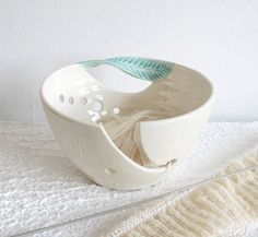White Pottery Yarn Bowl Ceramic Knitting Bowl by blueroompottery, | http://doityourselfabdiel.blogspot.com