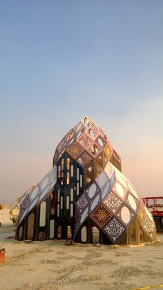 Zomadic: The Zonohedral Cathedral Futuristic Architecture, Beautiful Architecture, Beautiful Buildings, Landscape Architecture, Interior Architecture, Chinese Architecture, Casa Octagonal, Geodesic Dome Homes, Dome House