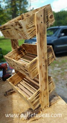 Pallet wooden tater box is an easy to make kitchen utility. Pallet Crafts, Diy Wood Projects, Wood Crafts, Woodworking Projects, Pallet Ideas, Pallet Furniture, Furniture Projects, Furniture Plans, Pallet Creations