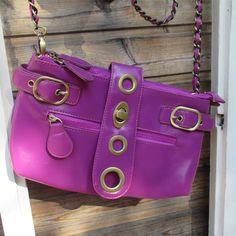 Pikkulaukku Soljet Lila Kivan kokoinen laukku arkeen tai juhlaan. Kaksi erillistä vetoketjullista osiota.  Paljon taskuja ja lokeroita. - See more at: http://somemore.fi/tuotteet.html?id=5/591#sthash.oSfrZ34W.dpuf