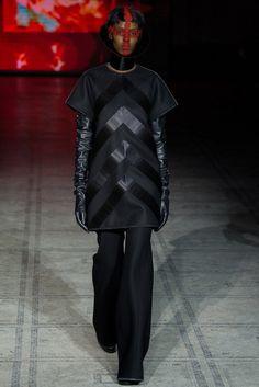 Gareth Pugh Fall 2015 Ready-to-Wear Collection Photos - Vogue