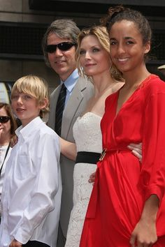 Way back in 1993, Michelle Pfeiffer adopted her daughter Claudia Rose. Claudia Rose has stayed out of the limelight since then. She's now 20 and rarely shows up at red carpet events with her mother. Black Celebrity Couples, Celebrity Babies, Celebrity Photos, Celebrity Style, Michelle Pfeiffer Kids, Black Celebrities, Celebs, Justin Bieber Facts, Celebrity Costumes