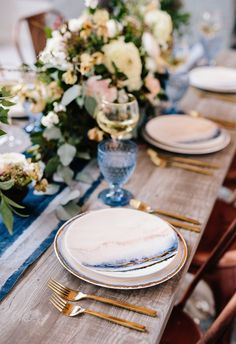 Bloomingdale's Wedding Registry // dinner party essentials // blue blush gold watercolor marbled plates with gold flatware