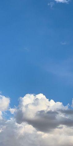 Wallpapers Blue Sky Wallpaper, Cloud Wallpaper, Screen Wallpaper, Profile Pictures Instagram, Instagram Story Ideas, Aesthetic Iphone Wallpaper, Aesthetic Wallpapers, Pretty Sky, Sky Aesthetic